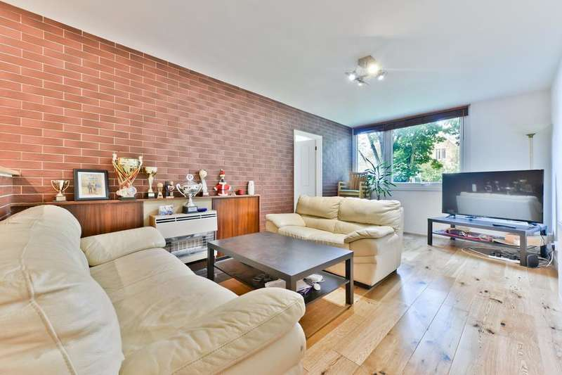 2 Bedrooms Flat for sale in Brenchley Gardens, London SE23
