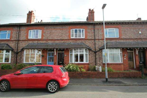 2 Bedrooms Terraced House for sale in Lilac Road, Hale