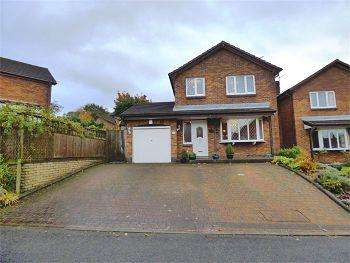4 Bedrooms Detached House for sale in Hampshire Close, Glossop, SK13 8SA