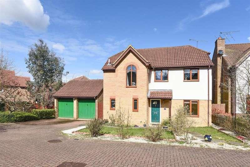 4 Bedrooms Detached House for sale in Comfrey Close, Wokingham, Berkshire RG40 5YN