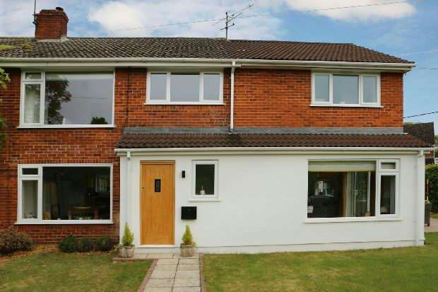 4 Bedrooms Semi Detached House for sale in Basingstoke Road, Riseley, Reading