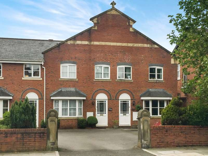 3 Bedrooms Terraced House for sale in Cambridge Road, Churchtown, Southport
