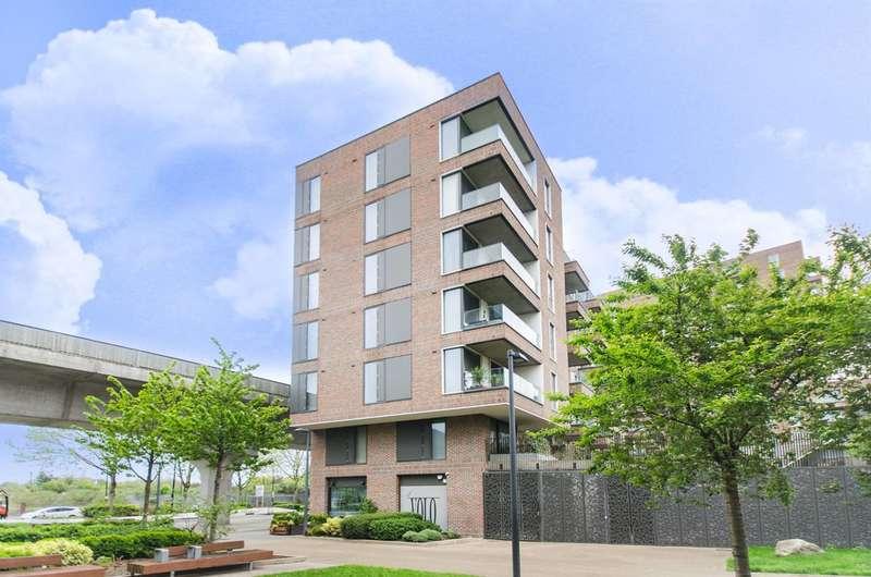 1 Bedroom Flat for sale in Agnes George Walk, Royal Docks, E16