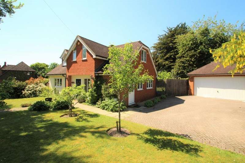 4 Bedrooms Detached House for sale in Bunces Lane, Burghfield Common, RG7