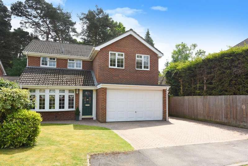 4 Bedrooms Detached House for sale in Cypress Close, Wokingham, RG40