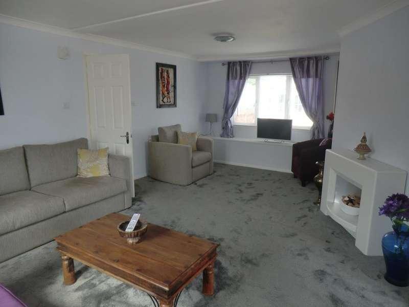 2 Bedrooms Park Home Mobile Home for sale in HAZELGROVE PARK, MILTON STREET, SALTBURN TS12