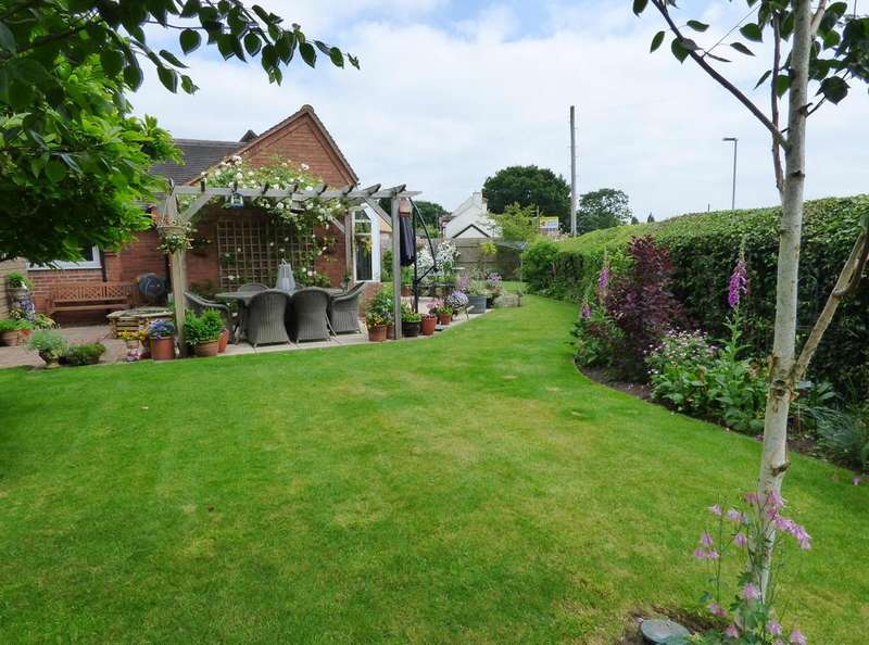 3 Bedrooms Detached House for sale in The Cottage, 146 Hatherton Road, Cannock, WS11 1HH