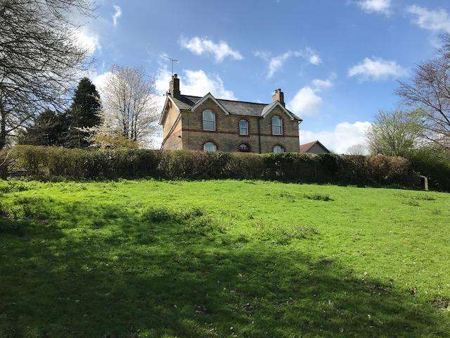 5 Bedrooms Detached House for sale in Pontfaen, Chirk LL14