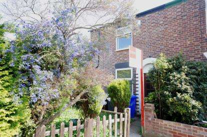 2 Bedrooms End Of Terrace House for sale in Davenfield Grove, Didsbury, Manchester