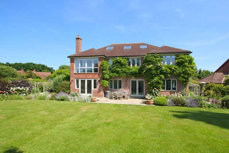 5 Bedrooms Detached House for sale in Tranmere Close, Lymington, Hampshire
