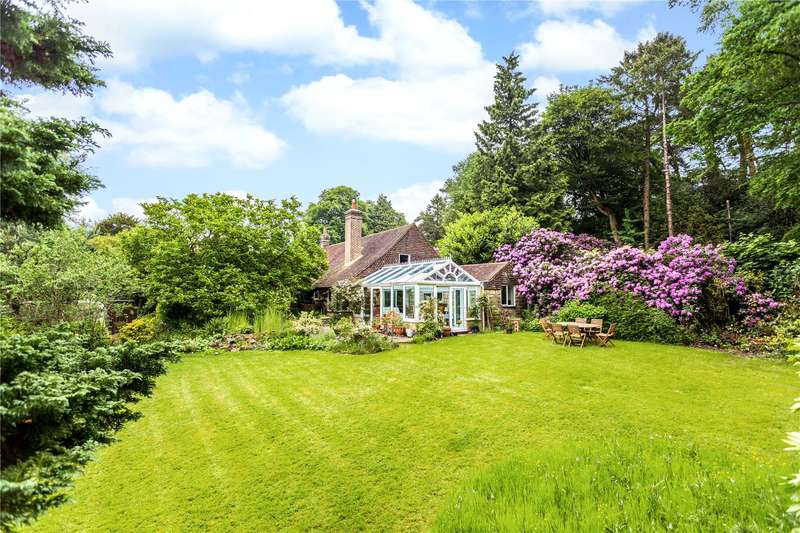 4 Bedrooms Detached House for sale in Smugglers Lane, Crowborough, East Sussex, TN6