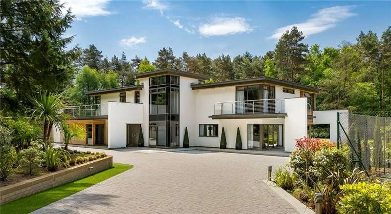 5 Bedrooms Detached House for sale in Long Hill, The Sands, Farnham, Surrey