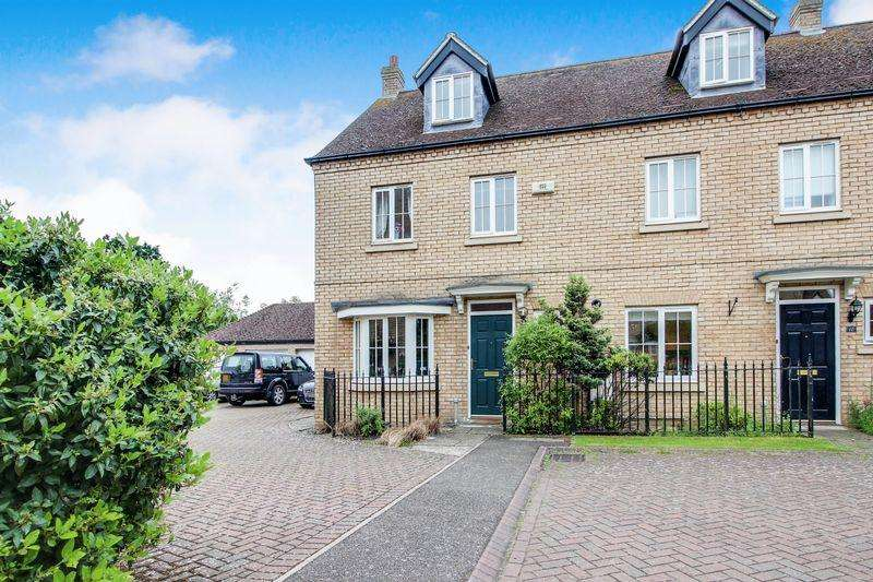 4 Bedrooms Town House for sale in Kingfisher Close, Little Paxton, St. Neots