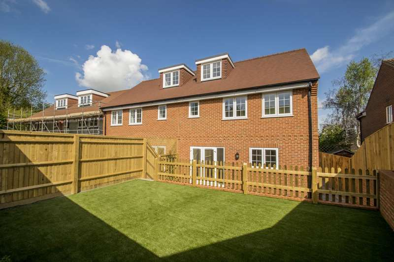 2 Bedrooms Semi Detached House for sale in Cleeve Down, Goring on Thames, Reading, RG8