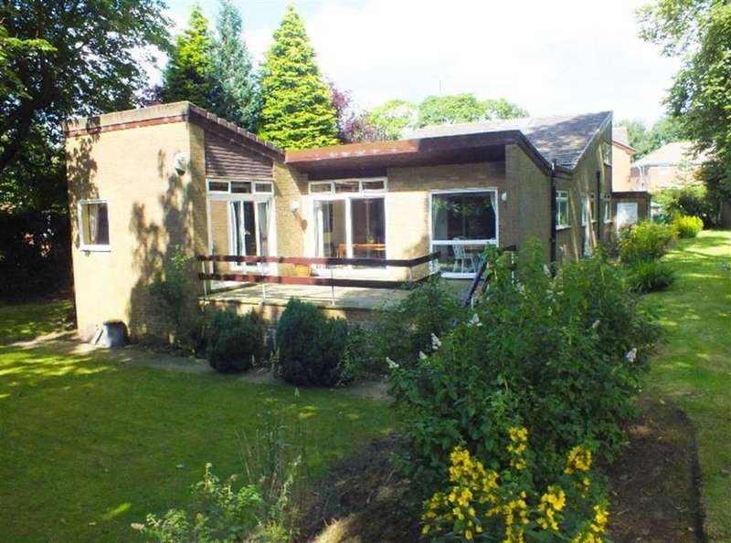 5 Bedrooms Detached House for sale in Rhodes Hill, Oldham