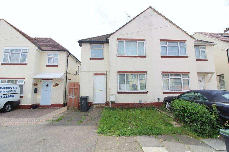 3 Bedrooms Semi Detached House for sale in Chain Free Property on Weatherby Road, Luton