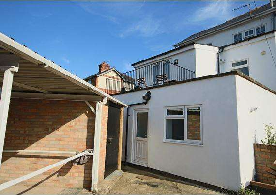 2 Bedrooms Apartment Flat for sale in Raymond Road, Maidenhead
