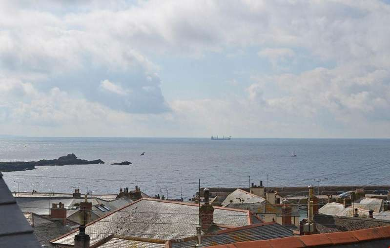 3 Bedrooms Apartment Flat for sale in Mousehole, Nr. Penzance, Cornwall, TR19