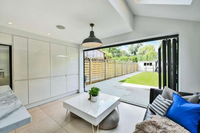 4 Bedrooms Terraced House for sale in Gomm Road, Surrey Quays