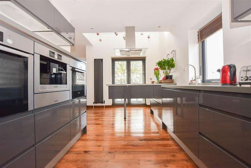 5 Bedrooms Detached House for sale in St. Johns Road, St. Leonards-On-Sea
