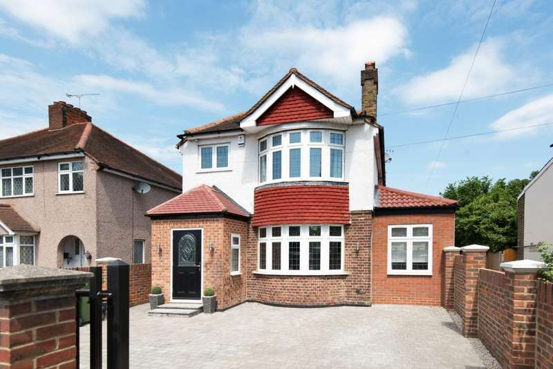 4 Bedrooms Detached House for sale in Staines Road West, Ashford, TW15