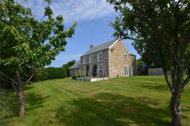 5 Bedrooms Detached House for sale in Treamble, Rose, Truro, Cornwall