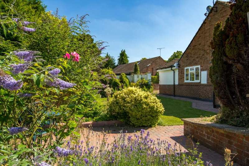 3 Bedrooms Bungalow for sale in Wharf Close, Wendover