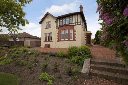 3 Bedrooms Detached House for sale in Drumbathie Road, Airdrie, North Lanarkshire