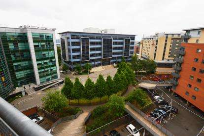 2 Bedrooms Flat for sale in Velocity East, 4 City Walk, Leeds, West Yorkshire