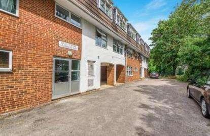 2 Bedrooms Flat for sale in Grasmere Way, Leighton Buzzard, Bedfordshire