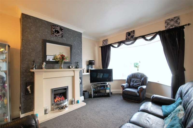 3 Bedrooms Semi Detached House for sale in Larbreck Avenue, Blackpool