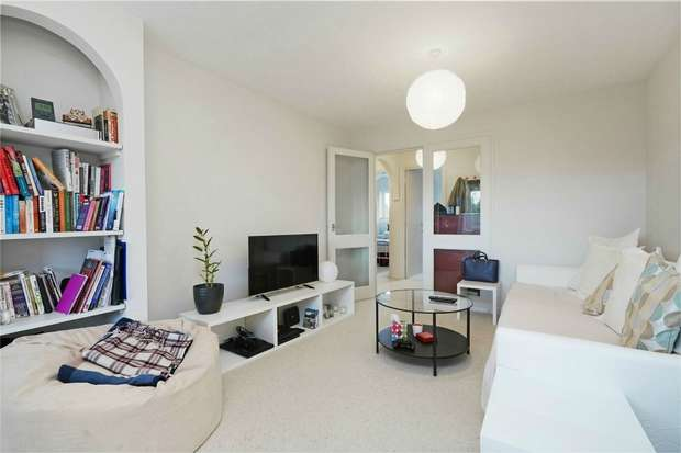 2 Bedrooms Flat for sale in Cotton Avenue, London