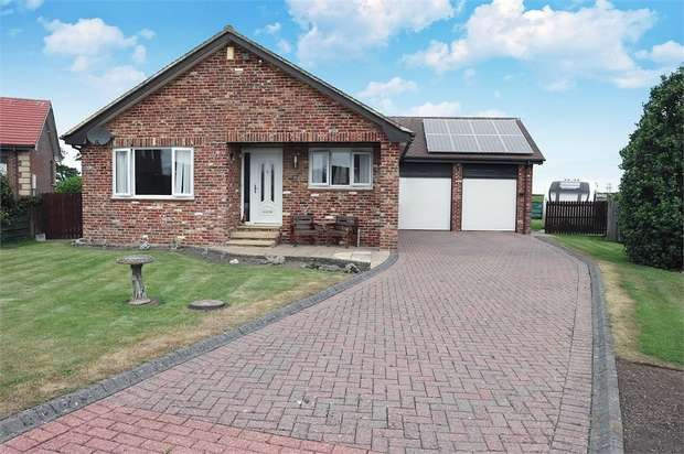3 Bedrooms Detached Bungalow for sale in Islestone Drive, Seahouses, Northumberland