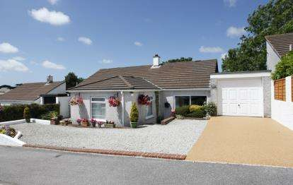 4 Bedrooms Bungalow for sale in Threemilestone, Truro, Cornwall
