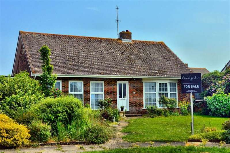 3 Bedrooms Detached Bungalow for sale in Fairways Road, Seaford, East Sussex