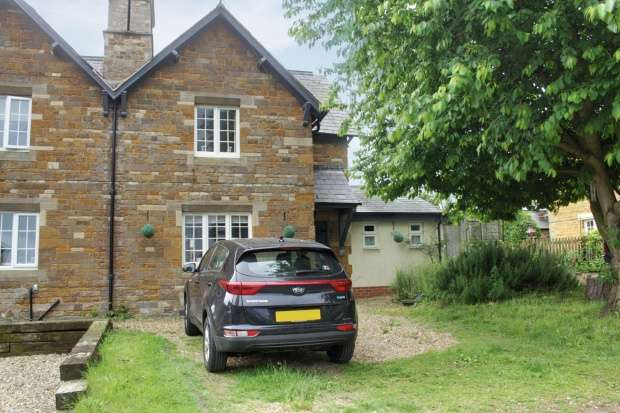 2 Bedrooms Semi Detached House for sale in Church Lane, Market Harborough, Leicestershire, LE16 8YA