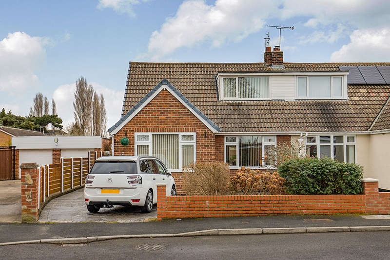 3 Bedrooms Semi Detached Bungalow for sale in Park Drive, Stockton-On-Tees, TS19