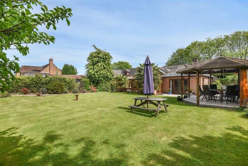 3 Bedrooms Detached Bungalow for sale in Hyde Heath, Buckinghamshire, HP6