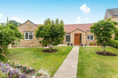 2 Bedrooms Bungalow for sale in Hinton St George, Somerset