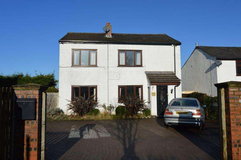 4 Bedrooms Detached House for sale in Hayes Row, Lowton, WA3 1DL
