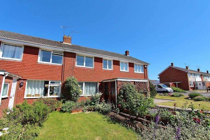 3 Bedrooms Terraced House for sale in Holmoak Road, Keynsham, Bristol