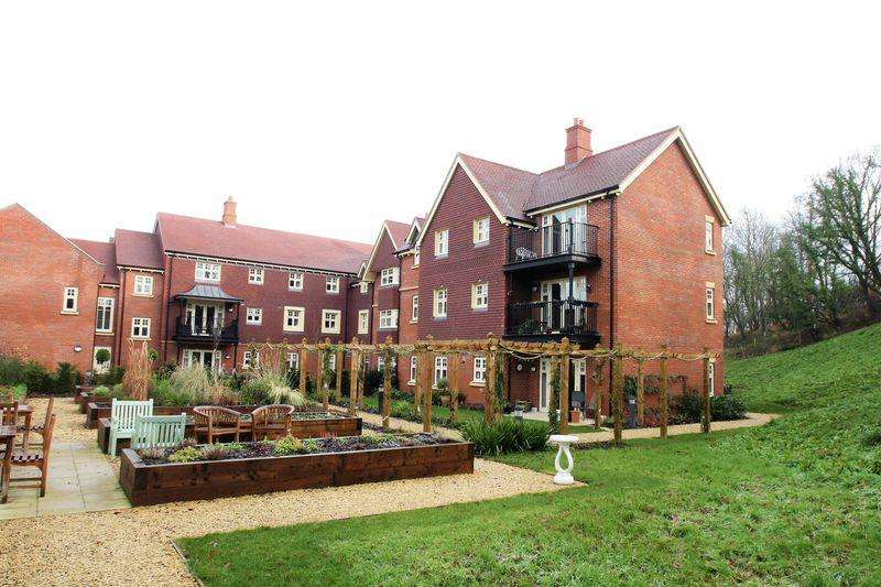 2 Bedrooms Apartment Flat for sale in Bishops Waltham
