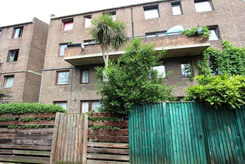 3 Bedrooms Maisonette Flat for sale in Carrol Close, Kentish Town, NW5