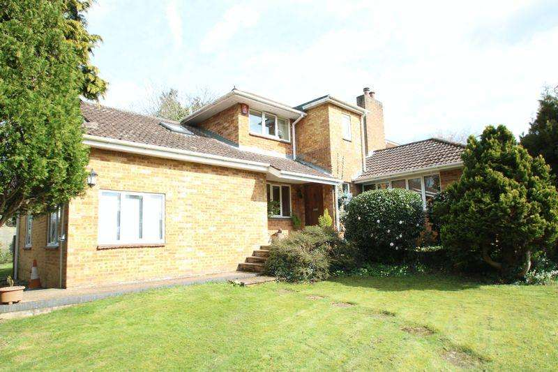 4 Bedrooms Detached House for sale in Curdridge - Outlands Lane