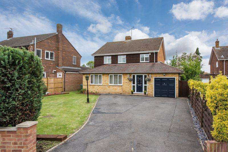 4 Bedrooms Detached House for sale in King Edward Avenue, Aylesbury