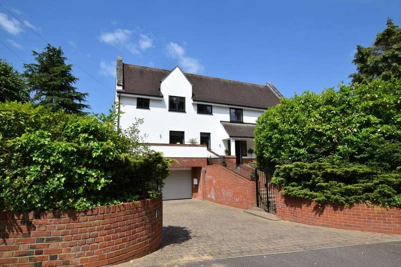 3 Bedrooms Detached House for sale in St. Clare Road, Colchester