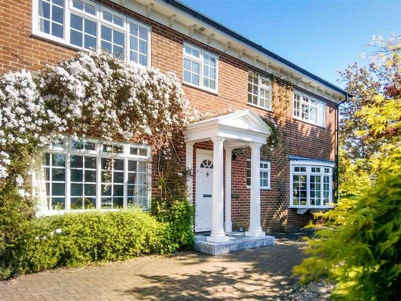 5 Bedrooms Detached House for sale in Farr Holme, Darlington