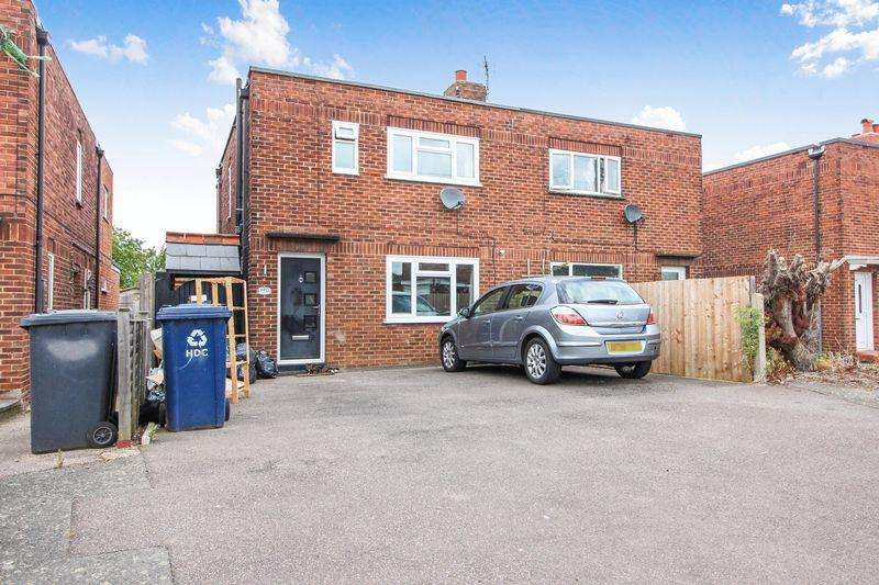 4 Bedrooms Semi Detached House for sale in Howitts Gardens, St. Neots