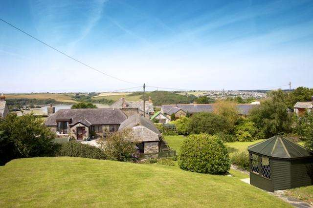 3 Bedrooms Detached House for sale in Tregonce