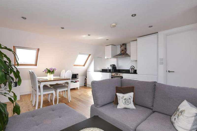 2 Bedrooms Flat for sale in Clapham High Street, Clapham